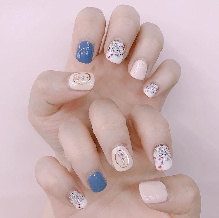 delicate floral nail print